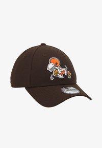 New Era - NFL PEANUTS - Klubové oblečení - brown - 1