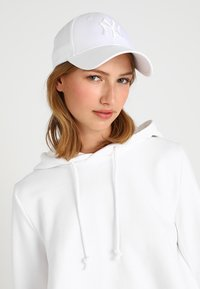 New Era - LEAGUE ESSENTIAL - Cap - white - 1