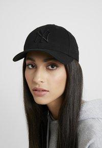 New Era - FEMALE LEAGUE ESSENTIAL - Cap - black - 1