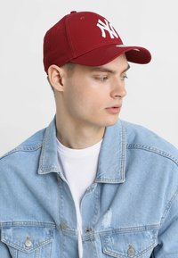 New Era - LEAGUE ESSENTIAL 9FORTY - Czapka z daszkiem - cardinal/optic white - 1