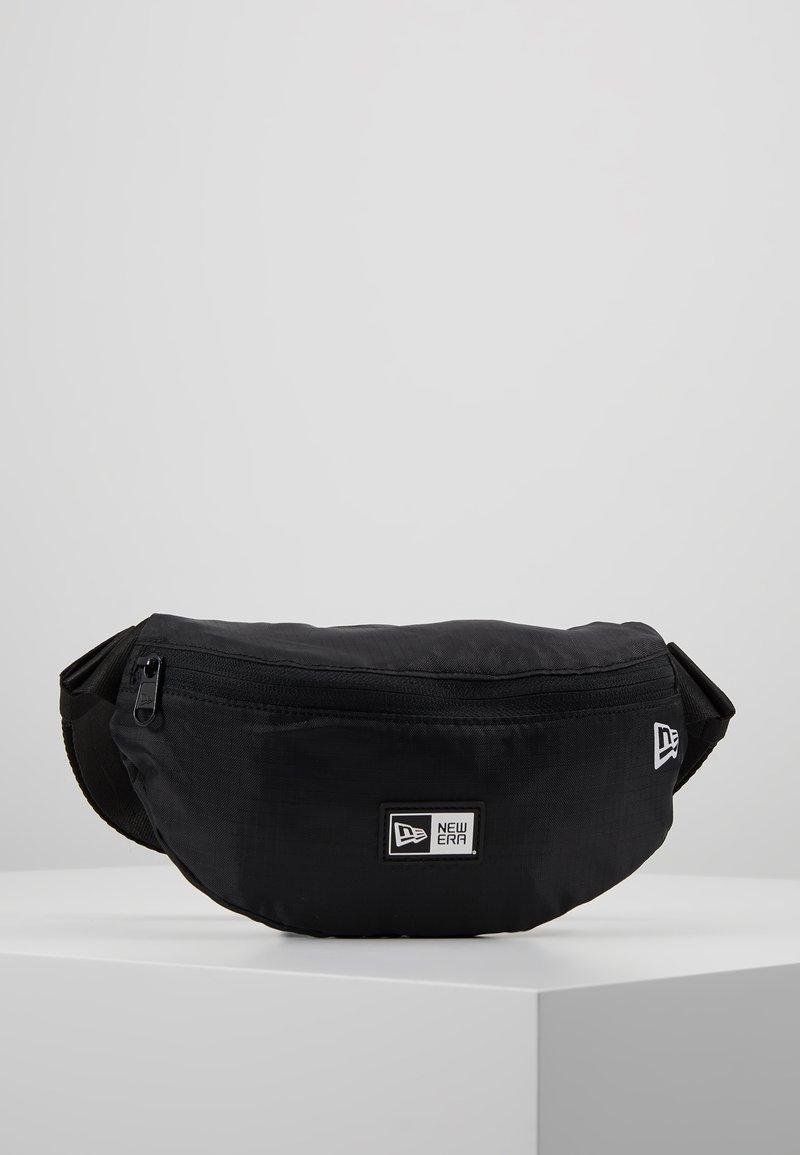 New Era - KIDS WAISTPACK LIGHT - Ledvinka - black/optic white
