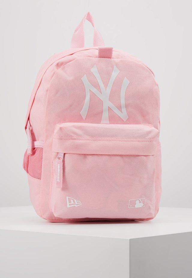 KIDS STADIUM BACKPACK NEW YORK YANKEES - Ryggsäck - pink