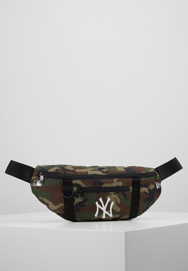 WAIST BAG LIGHT NEW YORK YANKEES  - Handväska - green