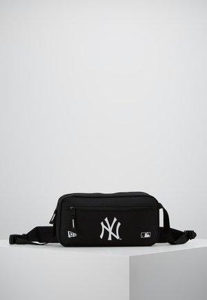 MLB CROSS BODY BAG NEYYAN  - Taška spříčným popruhem - black