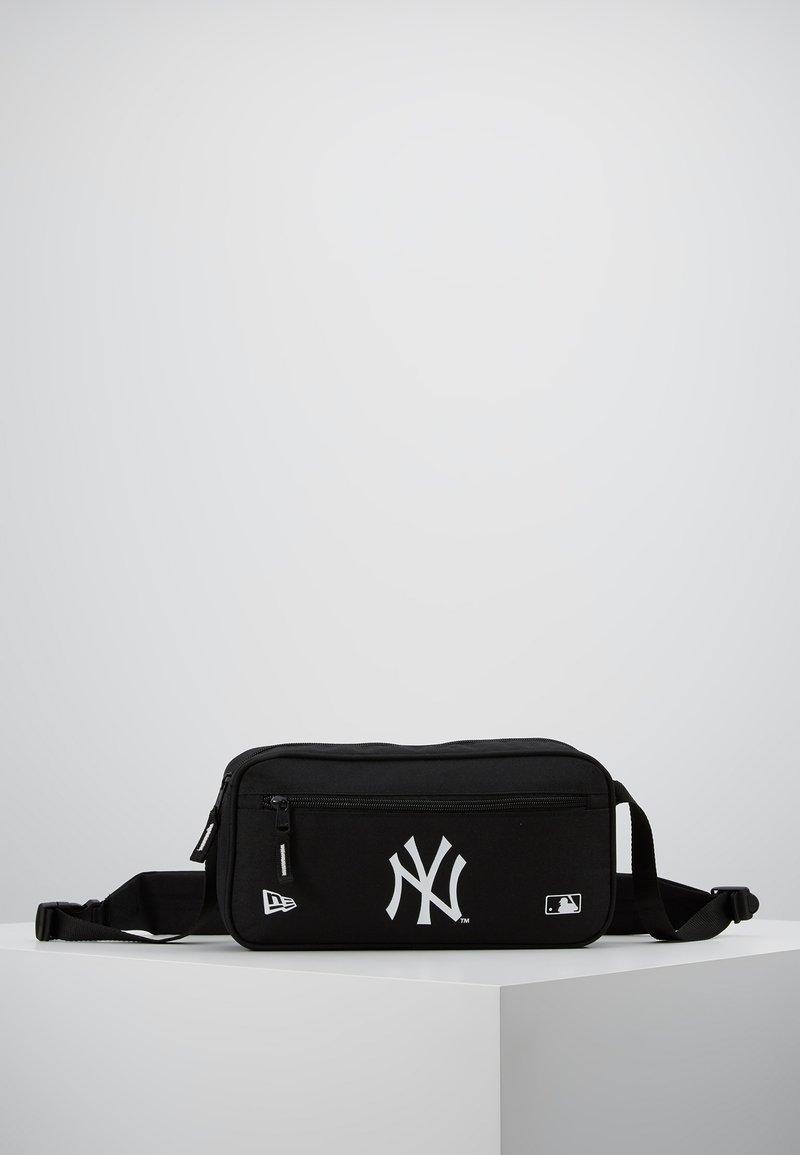 New Era - MLB CROSS BODY BAG NEYYAN  - Taška spříčným popruhem - black
