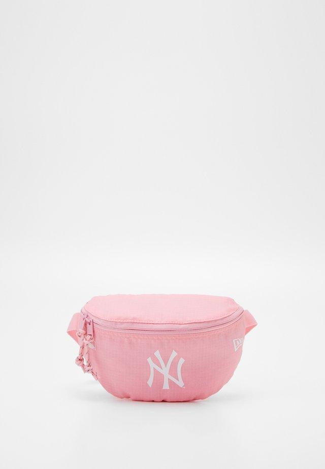 MINI WAIST BAG - Bältesväska - pink