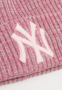 New Era - ENGINEERED FIT BOBBLE NEW YORK YANKEES - Pipo - pink - 4