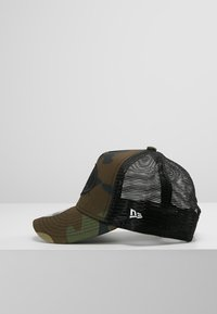 New Era - TRUCKER BATMAN - Lippalakki - dark green - 4