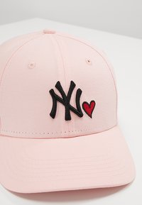 New Era - FORTY HEART NEW YORK YANKEES - Lippalakki - rose - 2