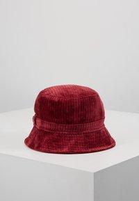 New Era - BUCKET HAT - Hat - cardinal - 3