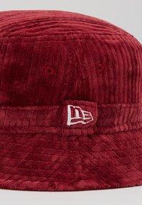 New Era - BUCKET HAT - Hat - cardinal - 2