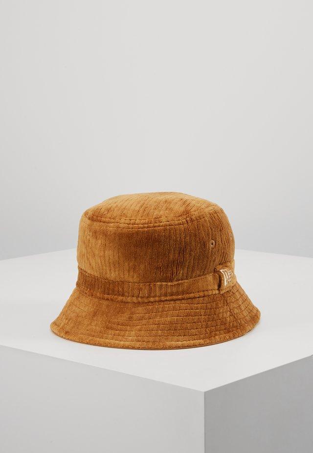 BUCKET HAT - Hat - camel