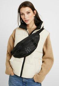 New Era - WAIST BAG LIGHT - Bum bag - black - 5