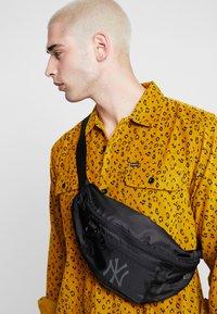 New Era - WAIST BAG LIGHT - Bum bag - black - 1