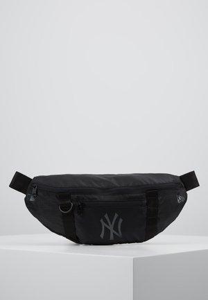 WAIST BAG LIGHT - Sac banane - black