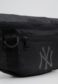 New Era - WAIST BAG LIGHT - Bum bag - black - 7