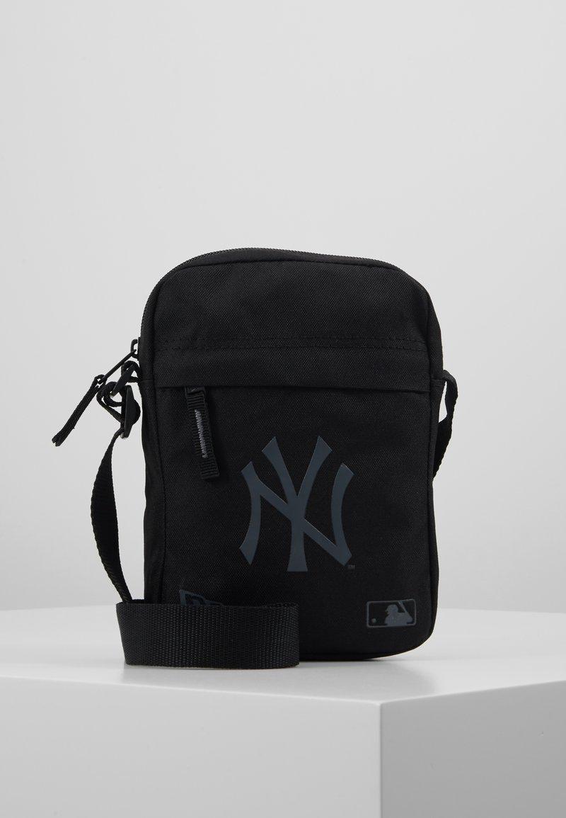 New Era - SIDE BAG - Umhängetasche - black