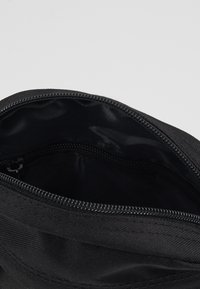 New Era - SIDE BAG - Umhängetasche - black - 4