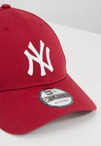 New Era - LEAGUE ESSENTIAL 9FORTY LOSDOD LRYWHI - Cap - new york yankees uca - 6
