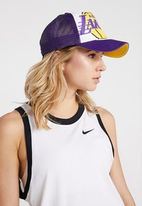 New Era - NBA RETRO PACK TRUCKER - Kšiltovka - los angeles lakers - 4