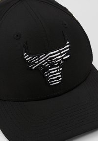 New Era - NBA MONOTAPE 9FIFTY - Czapka z daszkiem - black - 6
