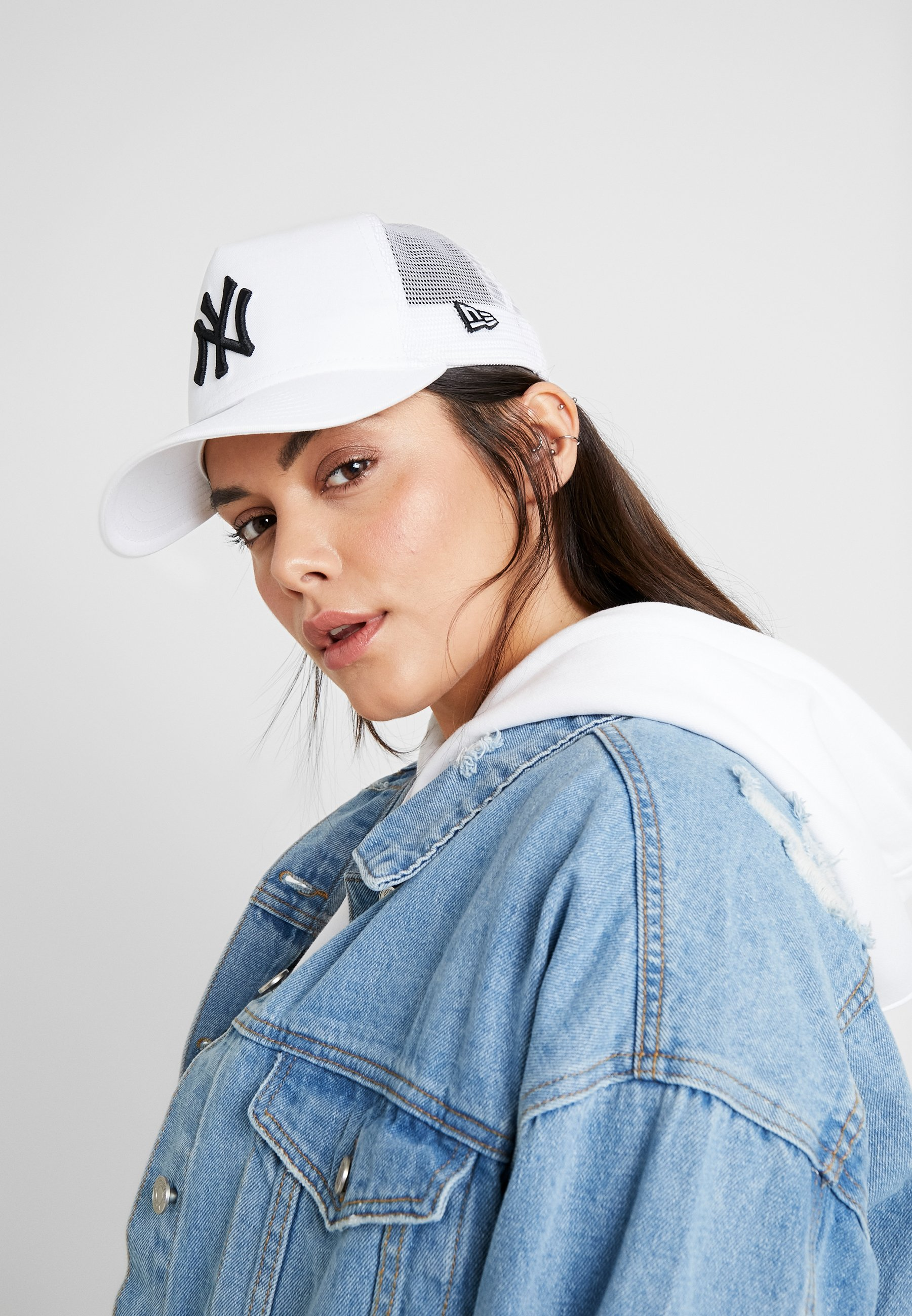 New Era ESSENTIAL AFRAME TRUCKER - Caps - white
