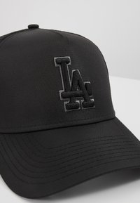 New Era - TONAL AFRAME TRUCKER - Lippalakki - black - 2