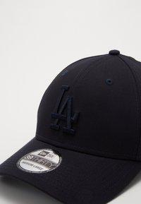 New Era - LEAGUE ESSENTIAL 39THIRTY - Cap - dark blue - 3