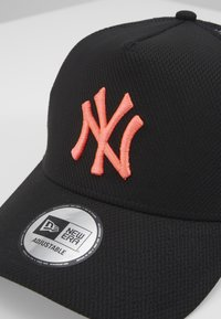 New Era - DIAMOND TRUCKER - Caps - black - 2