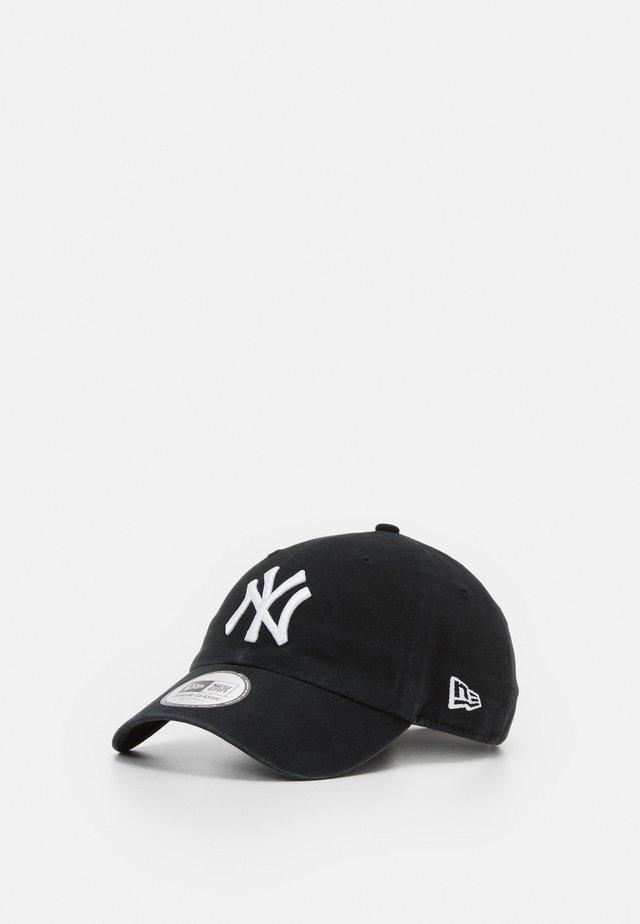 LEAGUE ESSENTIAL CASUAL CLASSIC - Cap - black/white