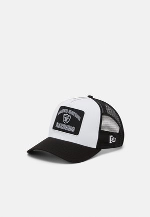 GRAPHIC PATCH TRUCKER UNISEX - Lippalakki - white/black