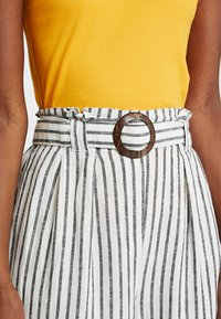 New Look Tall - MARK STRIPE CROP TROUSER  - Kalhoty - cream - 4