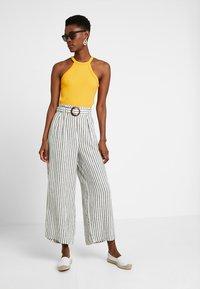 New Look Tall - MARK STRIPE CROP TROUSER  - Kalhoty - cream - 1