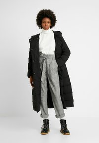 New Look Tall - POW CHECK TROUSER - Trousers - black - 2