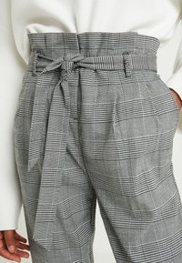New Look Tall - POW CHECK TROUSER - Trousers - black - 5