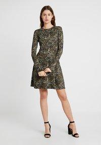 New Look Tall - AMANDA ANIMAL SEAM - Jersey dress - green - 1