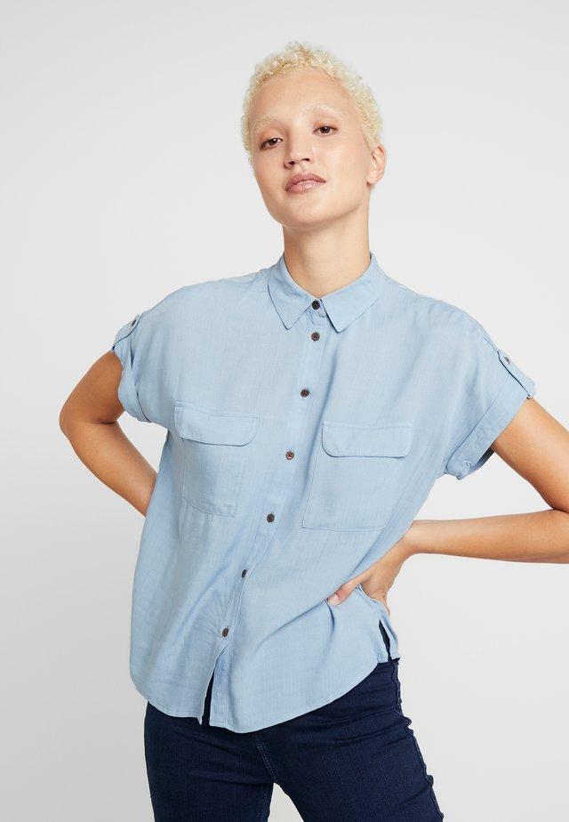 JEFF PATCH SLUB - Button-down blouse - blue