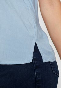 New Look Tall - JEFF PATCH SLUB - Button-down blouse - blue - 5