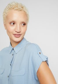 New Look Tall - JEFF PATCH SLUB - Button-down blouse - blue - 3