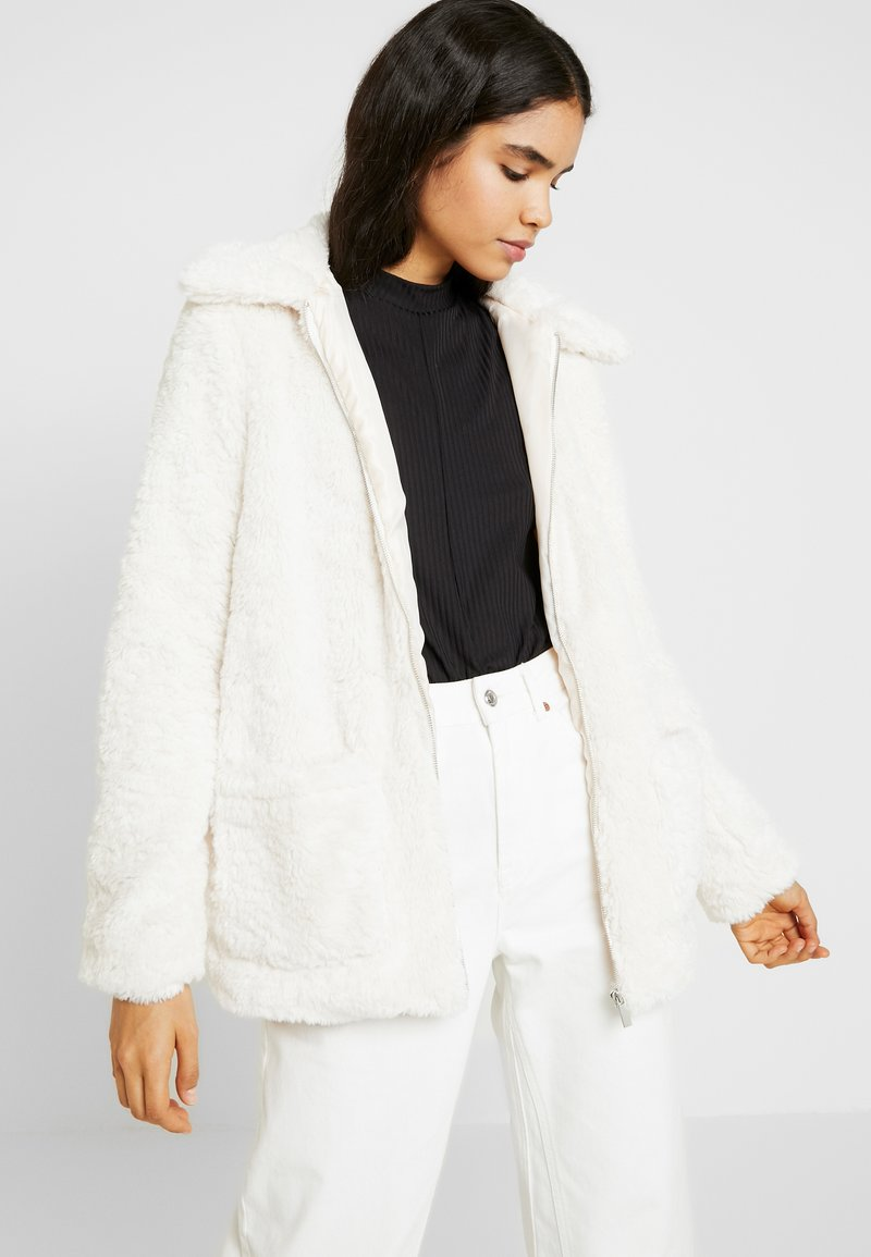 New Look Tall - ISLA BORG PATCH POCKET JACKET - Classic coat - white