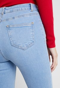 New Look Tall - BRIGHT RIP DISCO - Jeans Skinny Fit - blue - 6