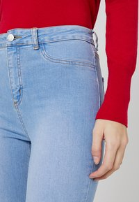 New Look Tall - BRIGHT RIP DISCO - Jeans Skinny Fit - blue - 4