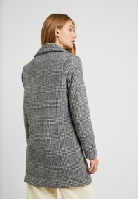 New Look Tall - WHITNEY CHECK COAT - Classic coat - black - 2