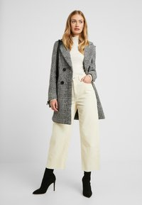 New Look Tall - WHITNEY CHECK COAT - Classic coat - black - 1