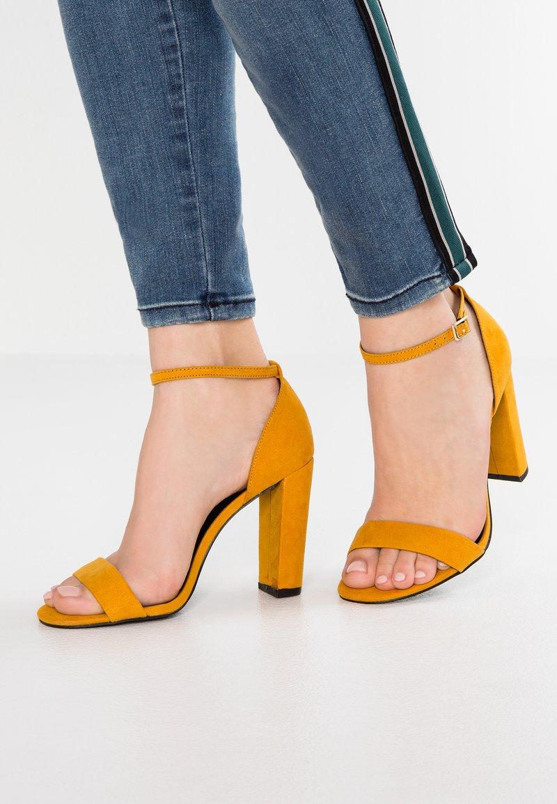 New Look Wide Fit - WIDE FIT TARONA - Sandaler med høye hæler - dark yellow