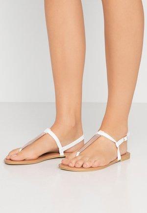 WIDE FIT HETALLIC - Sandalias de dedo - white