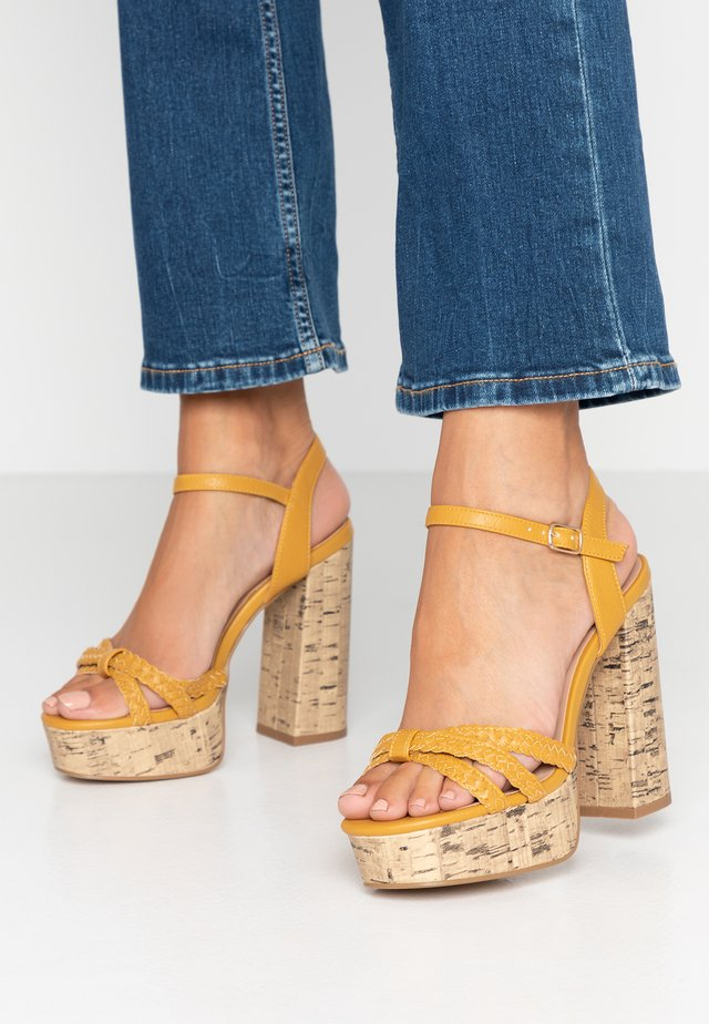 WIDE FIT PIXIE - Sandalen met hoge hak - dark yellow