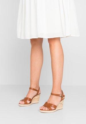 WIDE FIT POTTER - Sandalen met hoge hak - tan
