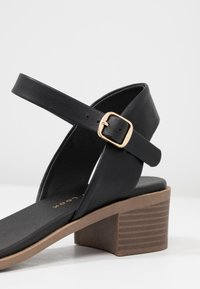 New Look Wide Fit - WIDE FIT PAMBLE - Sandals - black - 2