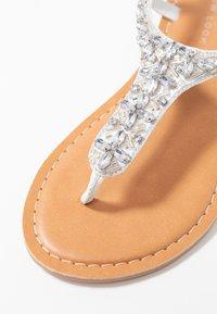 New Look Wide Fit - WIDE FIT FOPAZ - Sandály s odděleným palcem - white - 2
